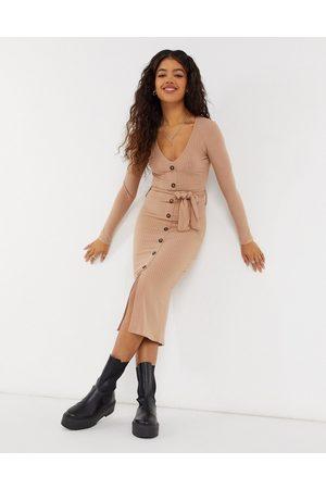 New Look Vestido color de canalé suave con cinturón anudado de -Marrón