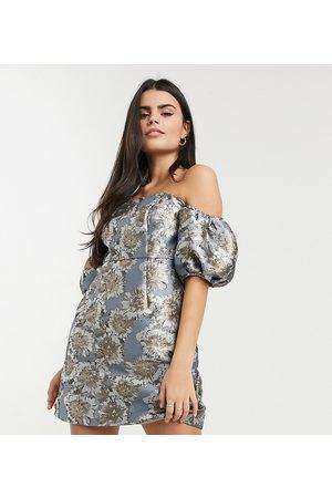 Chi Chi London Vestido corto estampado estructurado con mangas abullonadas de
