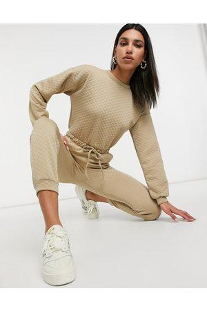 ASOS DESIGN Mono largo básico color piedra con pantalón estilo jogger y diseño guateado de -Marrón