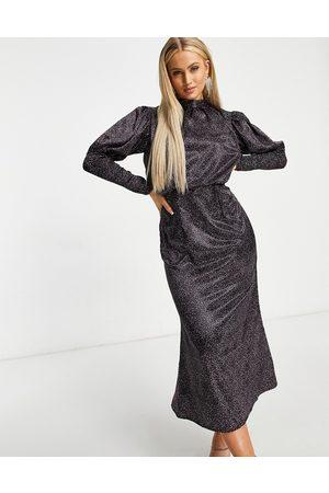 Chi Chi London Vestido midi de manga larga y hombros abombados con estampado de florecitas intenso de -Negro