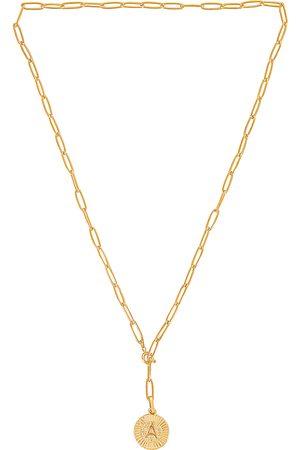 BRACHA Collar lariat initial medallion en color oro metálico talla A en - Metallic Gold. Talla A (también en B, C, D, E, G, H, J, K, L