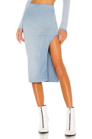 Cotton Citizen Falda midi melbourne en color azul talla L en - Blue. Talla L (también en M, S).