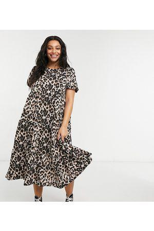 ASOS Vestido midi holgado y escalonado con estampado de leopardo de ASOS DESIGN Curve