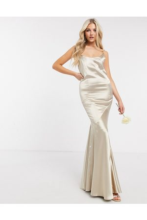 ASOS Vestido largo de dama de honor con cuello ancho, falda con paneles y botones en la parte posterior en satén de -Beis