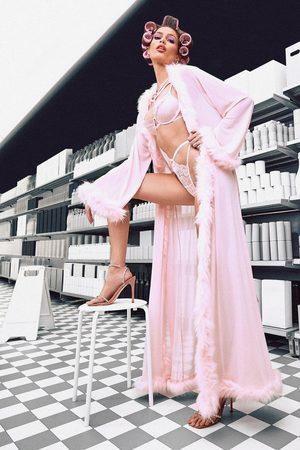 Boohoo Bata Estilo Kimono Con Borde Peludo Gemma Collins