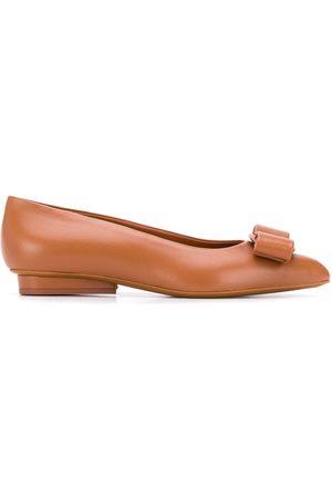 Salvatore Ferragamo Zapatos de tacón con lazo Vara