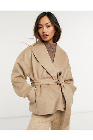 & OTHER STORIES Chaqueta corta camel con lazada en la cintura de lana reciclada de -Beis