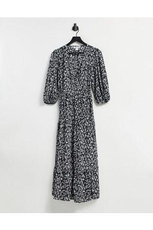 Glamorous Vestido midi cruzado con falda escalonada y estampado de florecitas vintage de