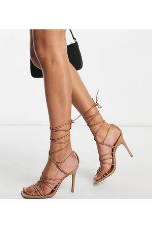ASOS Sandalias de tacón con diseño de tiras anudadas a la pierna Nina de Wide Fit