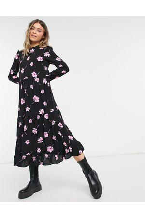 New Look Vestido midi rosa floral de corte holgado y mangas con volantes de