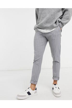 ASOS Pantalones de vestir grises a rayas de corte pitillo de