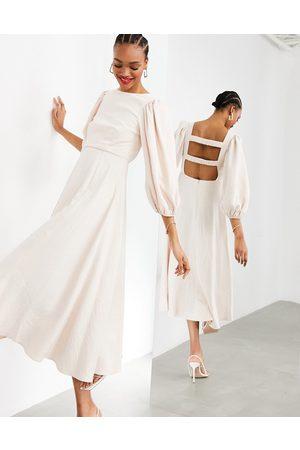 ASOS EDITION Vestido midi claro con tiras fruncidas en la parte trasera y falda de corte amplio de -Rosa