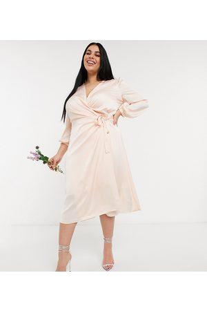 TFNC Vestido de dama de honor midi color rubor claro de manga larga con diseño cruzado de satén de -Crema