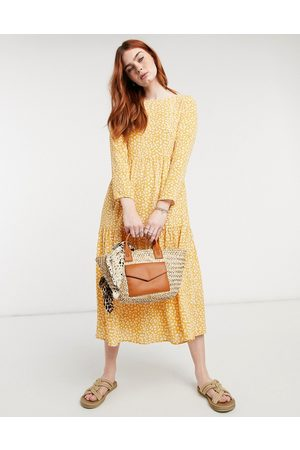 ASOS Vestido midi de manga larga color mostaza con estampado floral y diseño amplio escalonado de -Multicolor