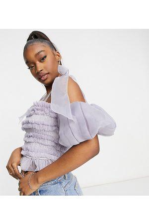 Lace & Beads Top corto lila oscuro fruncido con mangas abullonadas y lazo en los hombros exclusivo de