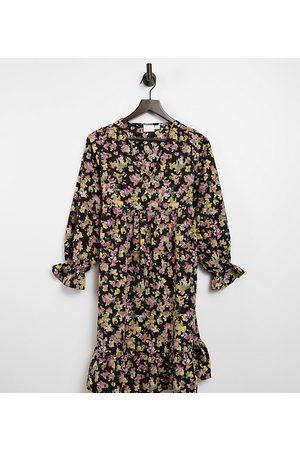 Mama Licious Vestido premamá corto amplio con puños de volante y estampado floral de Mamalicious-Multicolor