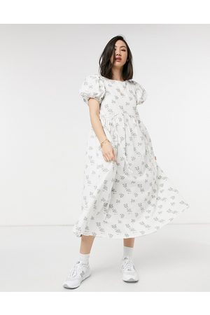 Lost Ink Vestido midi con estampado floral vintage texturizado y detalle de cordones ajustables de -Crema