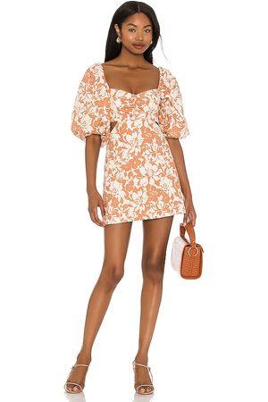 Lovers + Friends Minivestido kacey en color marrón talla M en - Brown. Talla M (también en XL).