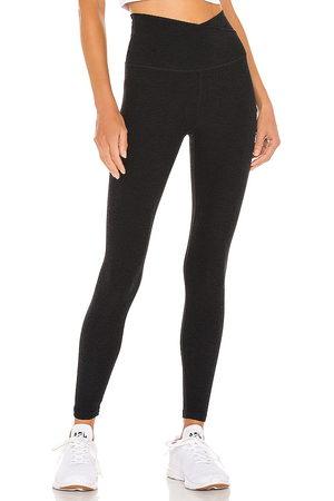Beyond Yoga Spacedye at your leisure high waisted midi legging en color negro talla M en - Black. Talla M (también en XS, S)