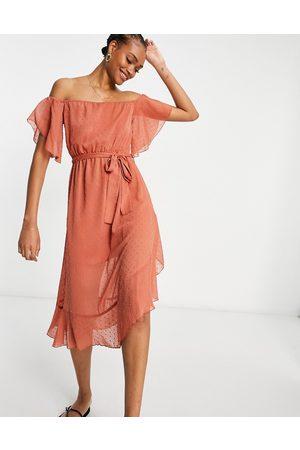 River Island Vestido largo en color óxido con escote Bardot de -Rojo