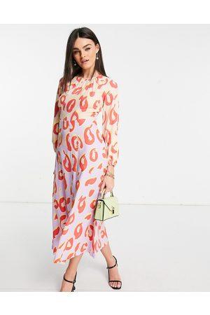 Closet Vestido semilargo en tonos pastel en contraste de manga larga con estampado de lunares de -Multicolor