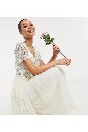 Maya Vestido de novia largo color de cuello de pico y diseño de lentejuelas delicadas tonales en tul de -Blanco