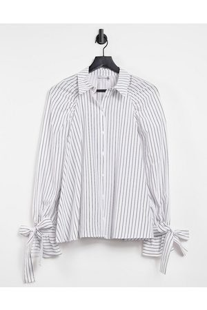 ASOS Camisa dad extragrande holgada a rayas monocromáticas con lazos en los puños de
