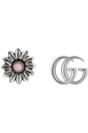Gucci Pendientes con diseño floral y doble G