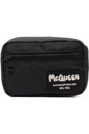 Alexander McQueen Cartera con charm McQueen Tag