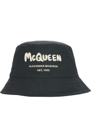 Alexander McQueen Hombre Gorros -   Hombre Gorro Pescador De Nylon Con Logo Graffiti M