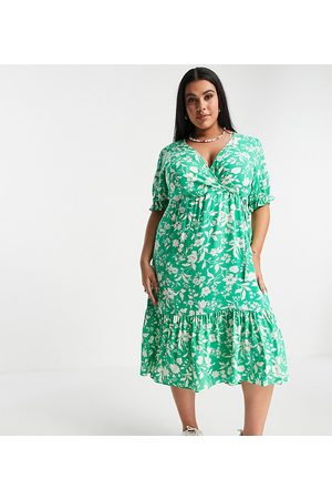 New Look Vestido midi verde floral de manga corta con puños fruncidos de New Look Curve