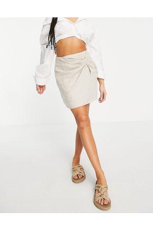 Abercrombie & Fitch Minifalda color piedra con lateral anudado de -Beis