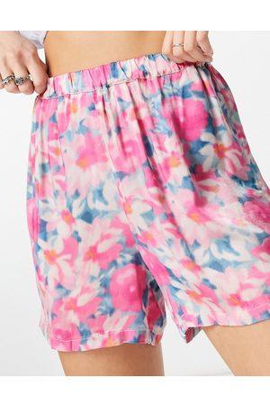 Ghost Shorts con estampado floral estilo manchas en satén Lara de (parte de un conjunto)-Multicolor