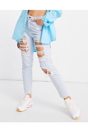 New Look Vaqueros mom azul descolorido con rotos extremos de