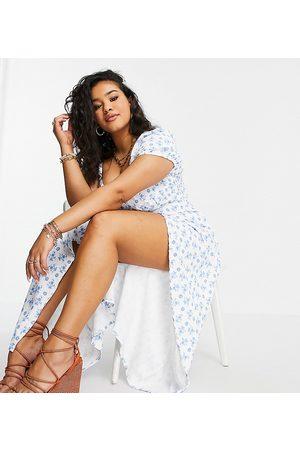 In The Style Vestido midi blanco con estampado floral, escote corazón y abertura hasta el muslo exclusivo de x Billie Faiers