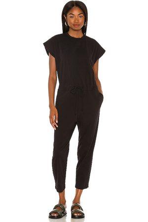 Pistola Decklin shoulder pad sleeveless jumpsuit en color negro talla L en - Black. Talla L (también en XXS, XS, S, M).