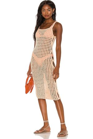 lovewave Vestido midi coralee en color durazno talla L en - Peach. Talla L (también en XS, S, M).
