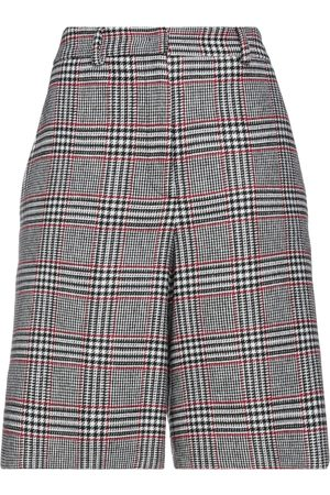 I.C.F. Pantalones cortos y bermudas