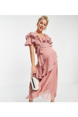 ASOS Vestido midi con detalle drapeado y lazada de plumeti de gasa de ASOS DESIGN Maternity-Rosa
