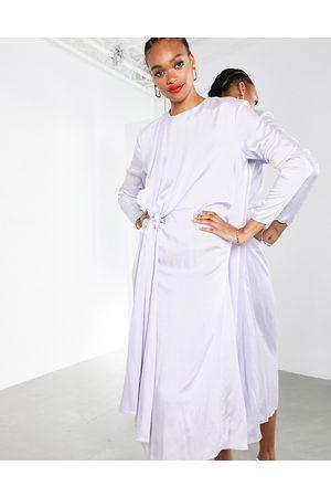 ASOS Vestido midi con lavado lila drapeado de estilo arrugado en satén de -Violeta