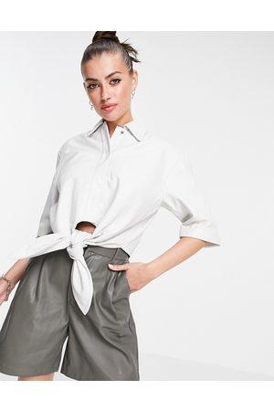 Muubaa Camisa blanca corta atada en la parte delantera de cuero Isabelle de