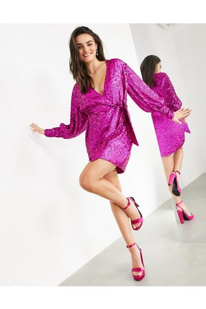 ASOS Vestido corto de lentejuelas con diseño cruzado de -Rosa