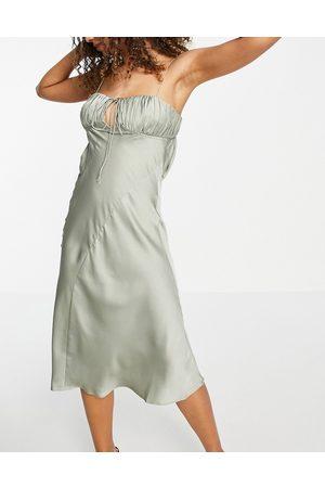 ASOS Vestido lencero midi color de corte al bies con busto fruncido de satén de -Verde
