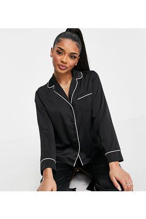 ASOS Pijama de camisa de manga larga y pantalones de satén de ASOS DESIGN Petite