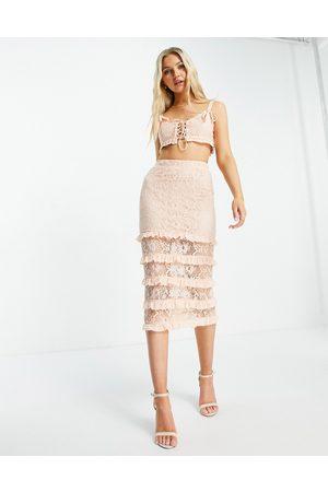 Love Triangle Falda midi color escalonada de encaje de (parte de un conjunto)-Naranja