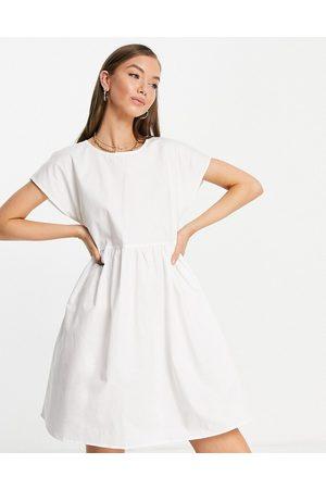 VILA Vestido midi blanco con lazo en la parte trasera de