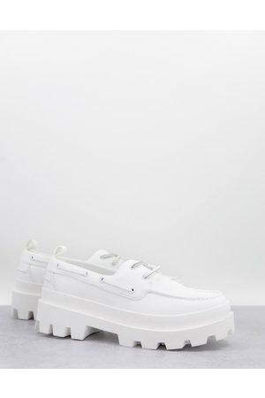 ASOS Zapatos náuticos de cuero sintético con suela gruesa de