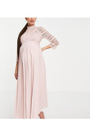 Little Mistress Vestido semilargo color rosa con detalle de encaje de