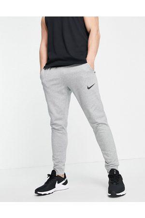 Nike Joggers de corte tapered Dri-FIT de