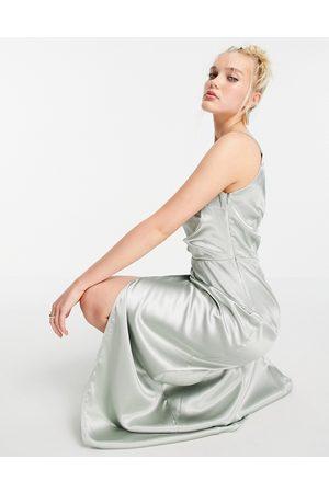 Little Mistress Vestido largo asimétrico con abertura y diseño drapeado de satén de